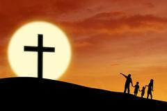 Sur la base de la conception biblique de l'homme : « Aimer la famille humaine comme Dieu l'aime pour travailler tous ensemble à son bien. »