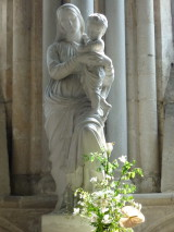 «Ô Marie, Vous êtes ce beau jardin où Dieu a mis toutes les fleurs qui ornent son Eglise»