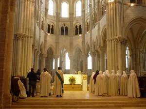Vézelay, fraternité monastique de Jérusalem en prière
