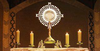 Le Saint Sacrement du Corps et du Sang du Christ, solennité – par le Diacre Jacques FOURNIER (St Luc 9, 11b-17)