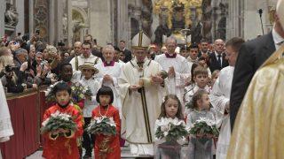Messe de Noël: le Pape François invite à « se laisser envelopper par la tendresse de Jésus »